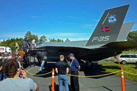 Bra for Rygge: Premissene for AIM Norway endres, og ny kapital kan gi selskapet bedre substans. Bildet er av en F-35 tatt på et flyshow på Rygge. Vedlikeholdet av motoren vil etter alt å dømme legges til Rygge med de bemanningsmessige konsekvenser det vil få.