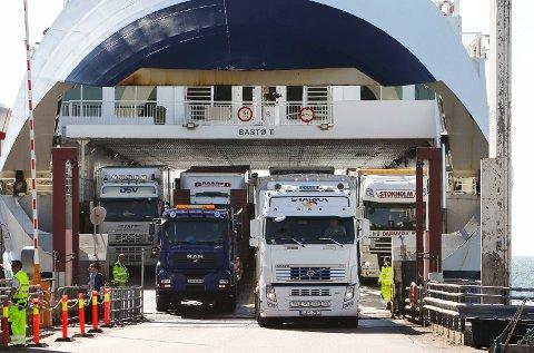 To av Bastø Fosens fem ferjer kan bli tatt ut i streik fra mandag.