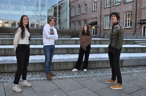 DEILIG: Emily Johnsen (18), Birk Juul Aschjem (18), Siri Braathen (18) og Eskil Roos Mangrud (18) er alle avgangselever ved Kirkeparken videregående skole, og synes det var deilig med avgjørelsen fra regjeringen om at flere av vårens eksamener avlyses.