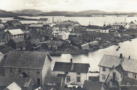 ETT AV MANGE: Dette bildet av Rørvik fra omtrent 1918, er et av veldig mange bilder i boka Arnt Landre nå er i ferd med å gi ut. I boka om Vikna er det både historier og bilder ingen har hørt eller sett tidligere.