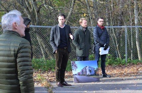 BEFARING: I oktober var det befaring med blant annet utbyggerne i Neptune Properties (bildet), politikere, motstandere og forkjempere for boligprosjektet i Bogerudveien 15. Nå skal bystyret avgjøre saken.