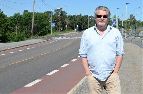 Per-Olav Sørensen avbildet i forbindelse med en lokal sak som engasjerte ham sterkt i fjor sommer, nemlig stengingen av Kongsveien.
