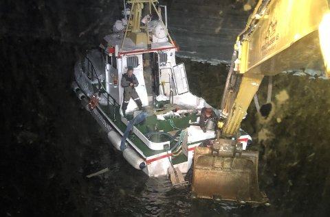 REDDET REDNINGSSKØYTA: Den pensjonerte redningsskøyta Odd Fellow ble fredag berget og fraktet til Tromsø.