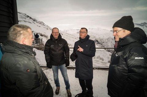 SATSER I FJELLET MIDT I BYEN: Styreleder Eirik Frantzen, sammen med Roger Bergersen (Forte Narvik), Lars Skjønnås (Narvikgården), samt Narvikfjellets Ragnar Norum og Florian Aschwanden.