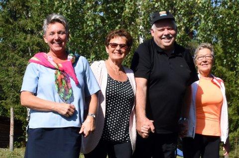 I BALANSE: Hilde Lindahl, Karin Scheide Sømoen, Kjell Rønningen og Kjellaug Bergene gleder seg til Elvelangs på Dokka 19. september. Tove Haug er med i komiteen, men var ikke tilstede da bildet ble tatt.