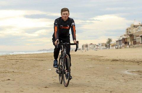 KLAR: Carl Fredrik Hagen fikk sin ilddåp som landeveissyklist i fjor, og går nå inn i 2016-sesongen som en langt mer erfaren rytter. Det, sammen med et imponerende treningsgrunnlag, gjør at 24-åringen ser topp-plasseringer i horisonten.