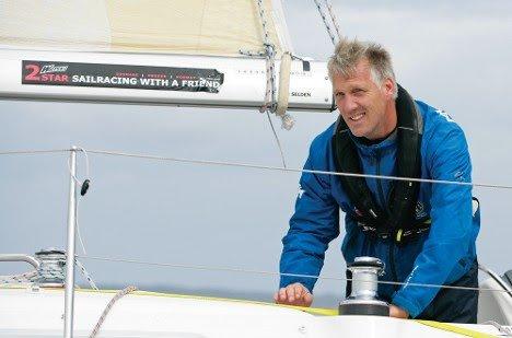 Generalsekretær i Norges Seilforbund Espen Guttormsen mener påbudet om redningsvest må revideres. Selv har han seilt verden rundt et par ganger; alltid med vest.
