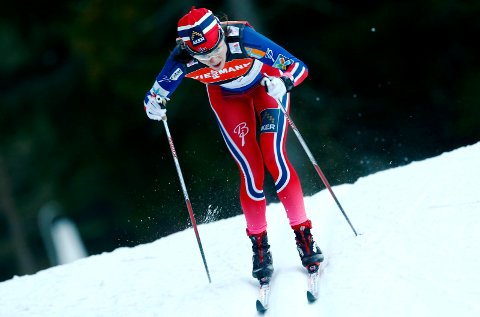 KANONLØP: Heidi Weng hadde stang ut på den femte etappen, men på den sjette ble det stang inn. Weng er kun to sekunder bak Ingvild Flugstad Østberg i sammendraget.