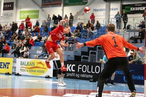 I SKUDDET: Marius Bergseng Gulbrandsen og Follo HK var i skuddet på hjemmebane.