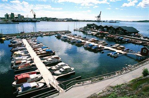 KARISTRANDA etter omleggingen av båthavna i 1998.