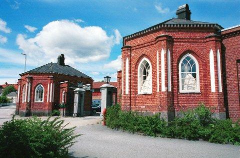 HISTORISME  Eksempler på nygotisk stil i Larvik:  Inngangspartiet ved Fritzøe Værk.
