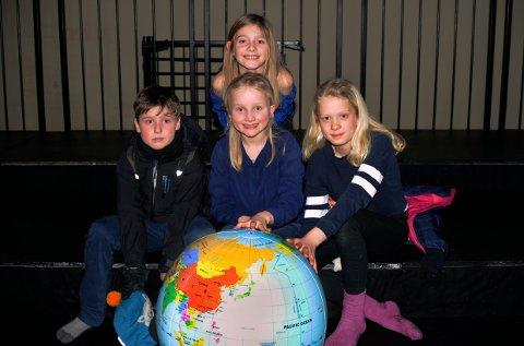 MILJØ: -Vi må passe på jorda vår, sier Aksel Omholt Olsen, Zoe Landsverk Sveen, Vilma Charlott Nymoen Nielsen og Othilie Lekven Baklie.