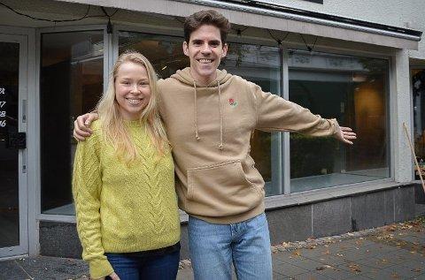 SPENTE: Elin Holtmo-Ystanes og Pepe Mateu gleder seg til å åpne i Larvik.