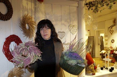 KLAR TIL ÅPNING: Rita Moe er klar til åpning i nye lokaler med blant annet kranser og spesielle dekorasjoner.