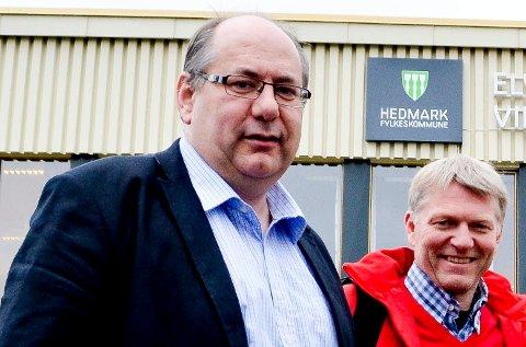 LANSERER SVEEN: Stor-Elvdal-ordfører Terje A. Hoffstad (til høyre) mener fylkesrådsleder Per-Gunnar Sveen bør overta tredjeplassen på Innlandet Aps fylkestingsliste. (Foto: Bjørn-Frode Løvlund)