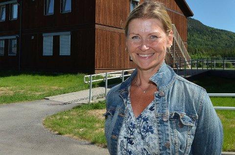 KJEMPEGLAD: Kristin Gangås er kjempeglad for den store gaven til arbeidet med å etablere det private gymnaset på Koppang. (Foto: Bjørn-Frode Løvlund)
