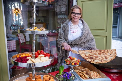 FINALEKLAR: Anita Lomnes sa opp jobben for å starte eget bakeri sammen med mannen Harald for seks års siden. Sirupstynnkakene hennes er nå i finalen i kåringen av Årets bakst.