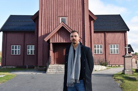FANT SIN ROLLE: Geir Wiknes (34) havnet litt tilfeldig inn i kirka. Men etter bare to uker på teologistudiet skjønte han, som egentlig hadde sagt at han aldri skulle bli prest, at han hadde havnet på riktig sted. Nå er Geir sokneprest i Elverum.