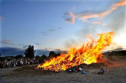 KLART FOR BÅL: Brannvesenet maner alltid til forsiktighet. Men i helgen er det gode muligheter til å fyre opp sankthansbålet lørdag eller søndag.