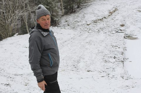 REAGERTE: Morten Aaltvedt reagerte da kommunen rev halvparten av Nedre Svinholtdammen i 2018. Nå har han kommet fram til en avtale som han er fornøyd med. – Men jeg skulle helst hatt dammen, sier Aaltvedt, som nå anser saken mellom ham og kommunen som avsluttet.