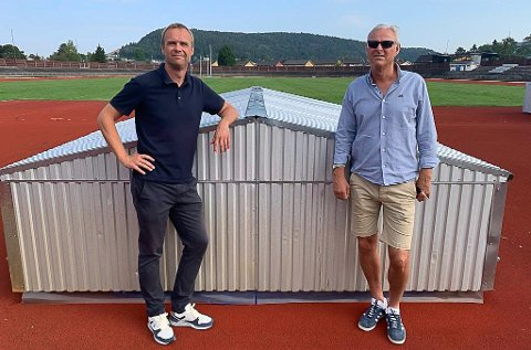 FÅR SVAR OM EN UKE: Anders Rambekk og Jørgen Olsvoll jobber fortsatt for å få friidrettshall på Kjølnes. Om en uke er det et avgjørende møte, der Anders Rambekk forlanger å få svar på om det er vilje til å jobbe videre med et regionalt anlegg i Porsgrunn, eller om det blir i Larvik.