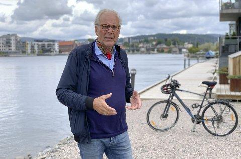 Snakker om helhet langs elva: Beyers råd til Øygarden og boligbyggelaget er å lytte til signalene om Frednes-promenaden. Men så er det viktig å ha et større blikk på utvikling langs elva gjennom et par tiår.