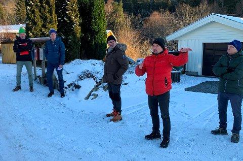F.v. naboene Erik Steinsbu og Bjørn Øyvind Samuelsen, Ole Kåre Wagenius, Odd Magnus Five og byggesakskonsulent Finn Tveit.