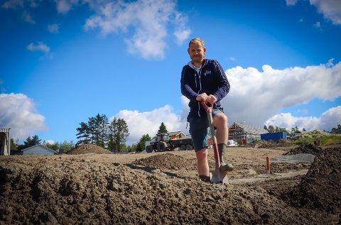 Odd Arvid Bjørnstad er eier og daglig leder i Bjørnstad Bygg AS som bygger ut Fladstad-feltene.
