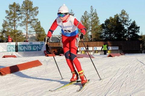 TO GRENER: Marthe Kråkstad Johansen hevder seg i teten både i langrenn og skiskyting.