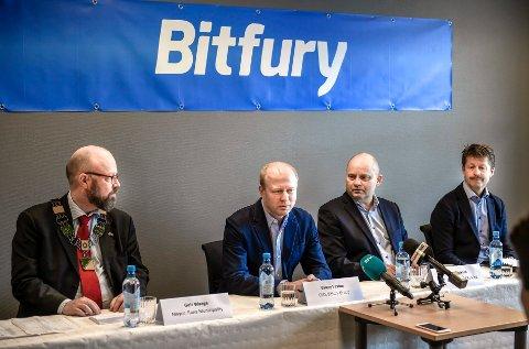 Bitfuru group åpner datasenteret sitt i de gamle lokalene til EKa på Koksverktomta. CEO Valery Vavilov, Mip direktør Arve Ulriksen, Ordfører Geir Waage og Helgeland kraft adm dir Arild markussen.