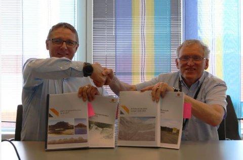 Regiondirektør Arne Roald Larsen i Mesta og regionvegsjef Torbjørn Naimak signerte mandag 28. mai fire drifts- og vedlikeholdskontrakter til en samlet verdi på over 820 millioner kroner.