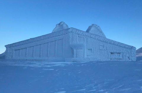 Slik ser Rabothytta ut i kulden. Bilde tatt søndag 27. januar.