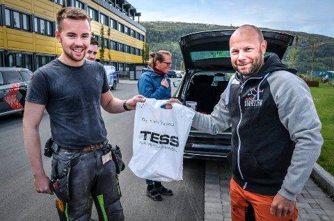 SEINT UTE: Haalands bedriftsidrettslag var siste påmeldte lag til årets Celsastafett. Karl-Petter Grønli fikk udelt numrene fra Celsa BILs Eirik Bjørkmo (bildet) og Rolf-Arne Hanssen.