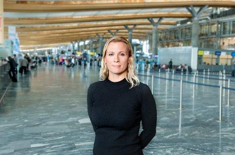 Gurli Høeg Ulverud, kommunikasjonssjef i Avinor, sier de avventer svar fra departementet.