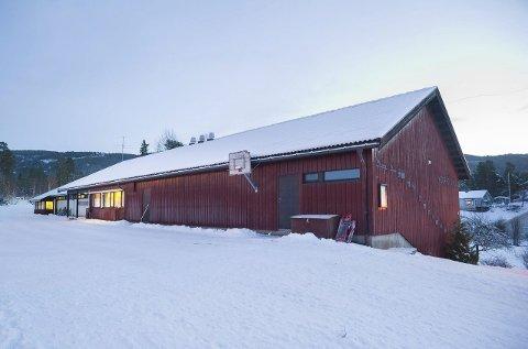 Utpå nyåret kommer svaret på om Åsa vel vil kjøpe Vegård skole eller ikke. Nå spør de medlemmene hva de synes.
