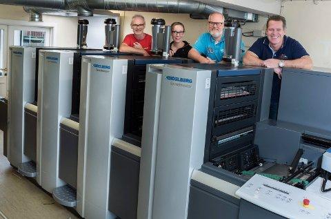 Palerud trykkeri: Torbjørn Hammerengen, Merethe Olsen, Martin Palerud og Knut Palerud er stolt over sin nye Heidelberg maskin.