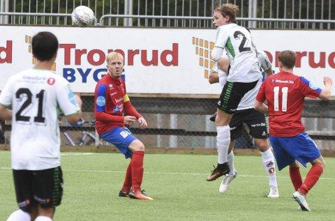 Sivert Øverby hadde god kontroll på backplass, og bidro til at HBK holdt nullen mot Vard Haugesund. Foto: Arne Tvervaag