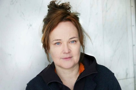 SERIESKAPER: Sara Johnsen, fra Nes i Ådal, står sammen med mannen Pål Sletaune bak TV-serien om 22. juli. Det har vært krevende, men også interessant å lage en serie om dette temaet, synes hun.