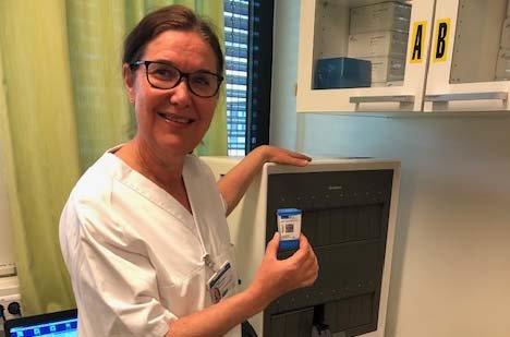 HURTIG: – Vi analyser tre prøver samtidig, og får svar i løpet av en time, sier seksjonsleder Ada Mørk Jacobsen ved Ringerike sykehus.