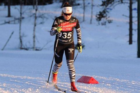 FØRSTEREIS: Vera Flatland debuterer får sin debut i senior-NM når hun på søndag går ankeretappen for Heddals unge stafettlag.