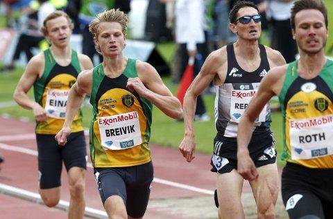 SATTE «PERS» IGJEN: Sverre Blom Breivik måtte se seg slått av klubbkamerat Andreas Roth, mens viste Markus Einan ryggen på 800-meteren på Bislett stadion torsdag kveld. FOTO: NTB SCANPIX