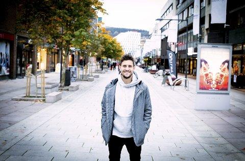 TRIVES: Daniel A. Pedersen har funnet seg godt til rette både i byen og fotballklubben i Lillestrøm. FOTO: LISBETH LUND ANDRESEN