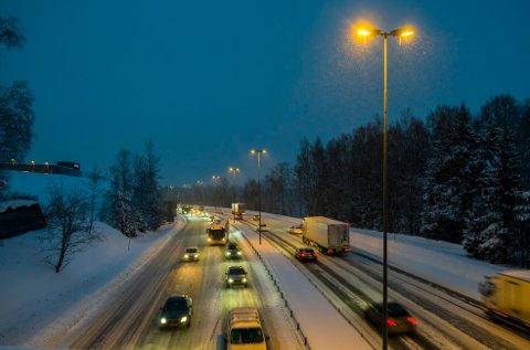 KJØR FORSIKTIG: Statens vegvesen har saltet veiene, men det er likevel fare for glatte veier.