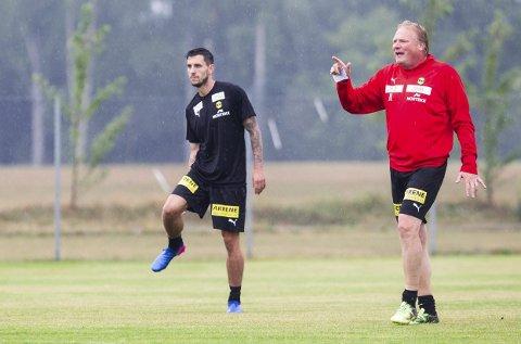 TØFF UKE: LSK-trener Jörgen Lennartsson (t.h.) og hans stab kjører spillere tøft fram til torsdag. Så blir det frihelg for Daniel A. Pedersen og de andre LSK-spillerne. FOTO: LISBETH LUND ANDRESEN