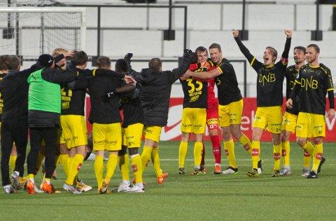 ENORM JUBEL: LSK-spillerne kastet seg rundt halsen på hverandre og jublet for tre meget viktige poeng i Sogndal. FOTO: NTB SCANPIX
