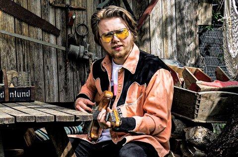LOVENDE: På sin unike måte tolker Marius Lien gamle storheter så vel som egnekomposisjoner.Lørdag er han i Sekkefabrikken med band på Blues Café.