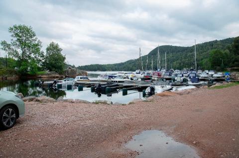 PLANER: Det er planer om flere båtplasser og maritim næring i Sandspollen., men kommunedirektøren vil vente med å behandle planene.