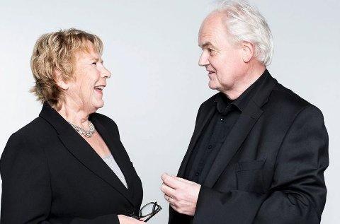 Kulturelt radarpar: Anne Grosvold snakker med Ketil Bjørnstad om hans siste bøker i Fossekleiva torsdag 10. november. Foto: Aschehoug/Trine Hisdal