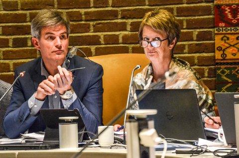 KREVENDE: Ordfører Bjørn Ole Gleditsch (H) og rådmann Gudrun Haabeth Grindaker har på alle måter fått oppleve at kommunesammenslåing er krevende. Nå blir det også synlig i tertialrapporten som legges fram for kommunens politikere.