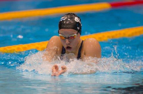 SOLID: Eline Vik på vei mot gull i juniorklassen på 200 medley. Fredag kveld ble hun også nummer to i seniorfinalen på øvelsen.